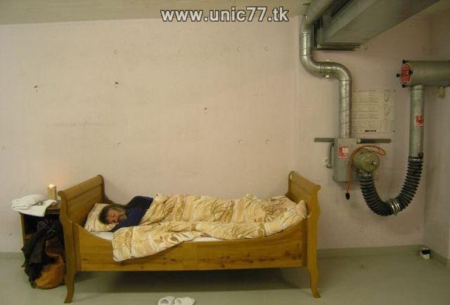 http://2.bp.blogspot.com/_-x7gqq9QJuA/TIYrvAUpR0I/AAAAAAAATWk/BK3Hzf5njzg/s1600/zero_star_hotel_11.jpg