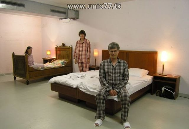 http://2.bp.blogspot.com/_-x7gqq9QJuA/TIYsC_8epUI/AAAAAAAATWs/uLVFN_1umU0/s1600/zero_star_hotel_10.jpg