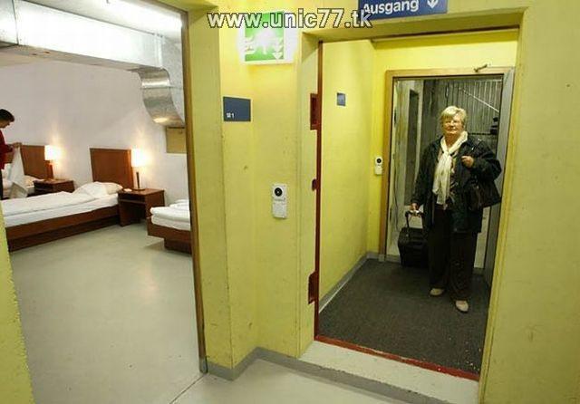 http://2.bp.blogspot.com/_-x7gqq9QJuA/TIYsUUlY40I/AAAAAAAATXk/DPrHEqFZySE/s1600/zero_star_hotel_03.jpg