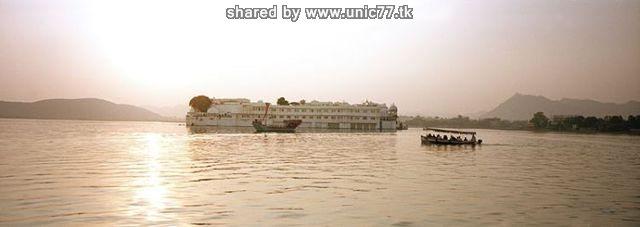 http://2.bp.blogspot.com/_-x7gqq9QJuA/TIcXJN6k7sI/AAAAAAAAUCM/kc9TwjV3vqU/s1600/india_lake_palace_05.jpg