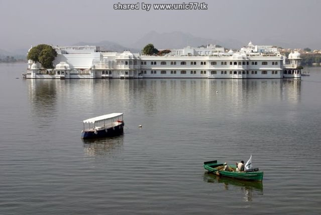 http://2.bp.blogspot.com/_-x7gqq9QJuA/TIcXJmX6MzI/AAAAAAAAUCU/h9uRDT7Xnrc/s1600/india_lake_palace_04.jpg