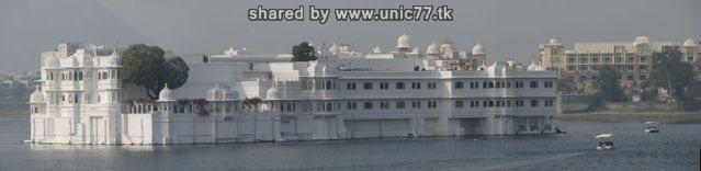 http://2.bp.blogspot.com/_-x7gqq9QJuA/TIcXKi8GCKI/AAAAAAAAUCk/YrniVpVJKWQ/s1600/india_lake_palace_02.jpg