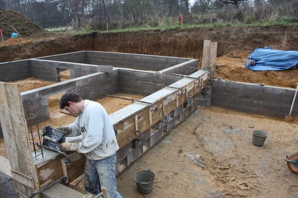 Autoconstruction de notre maison coulage du b ton de la for Beton coule en place
