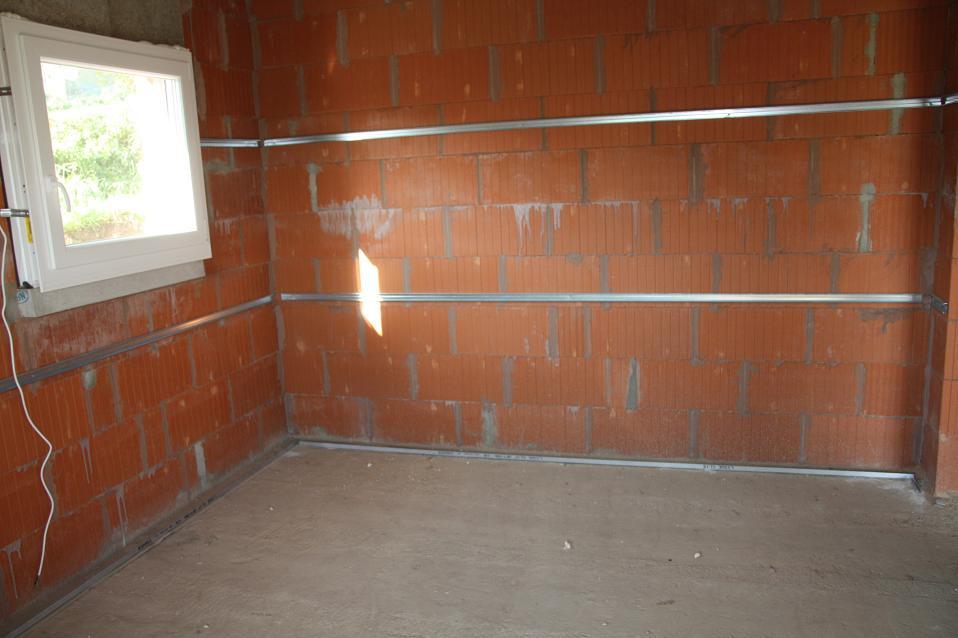 Autoconstruction de notre maison lisses au sol - Pose placo mur avec fourrure ...