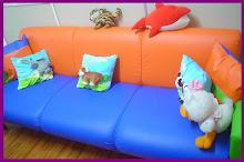 Na sala da Coordenadora, um sofá super legal!