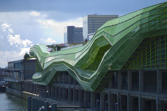 Design architecture blobitecture la mont e de l for Architecture commerciale definition