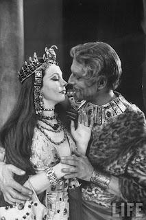 Leigh y Olivier como Cleopatra y Marco Antonio