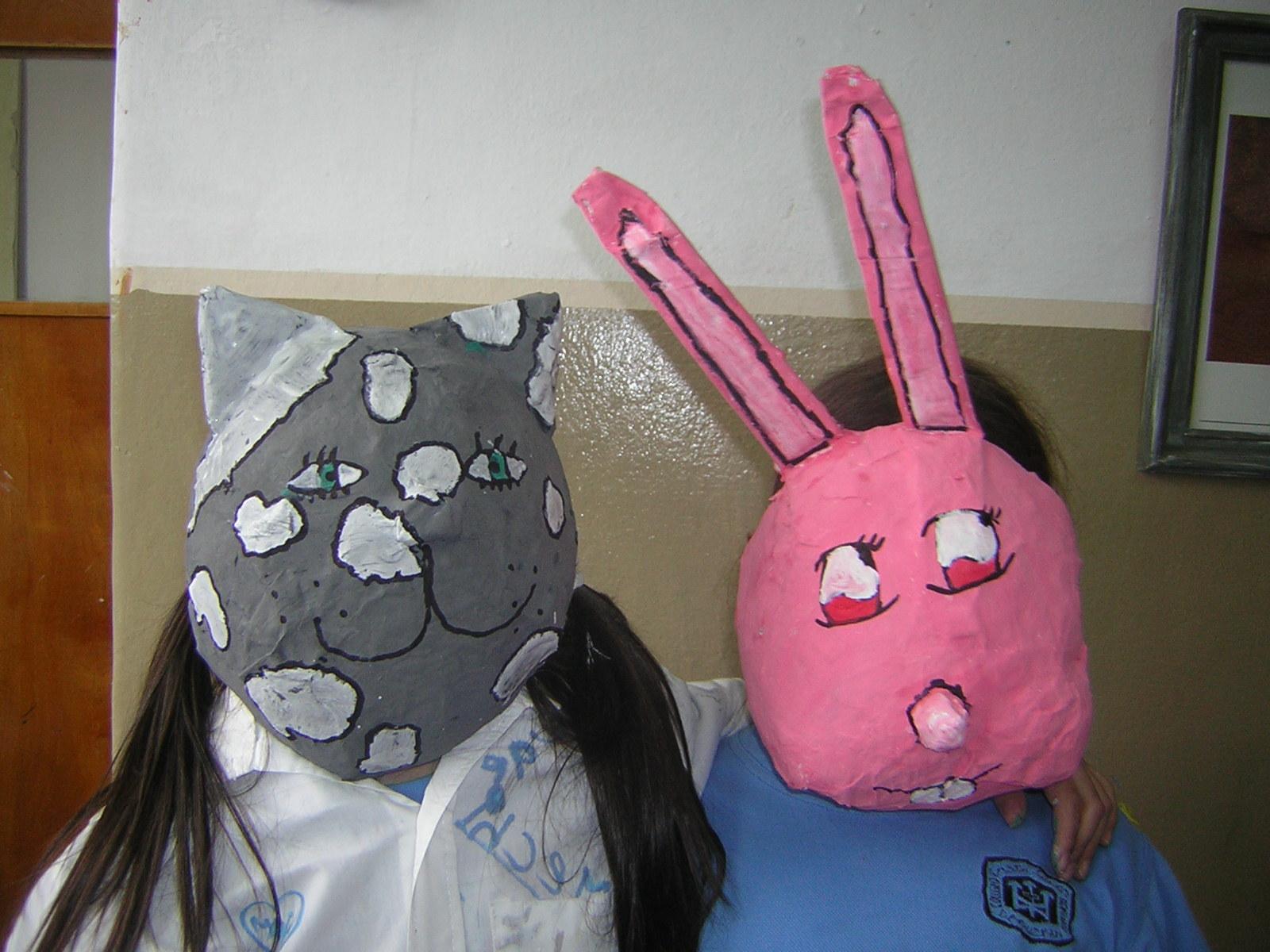 máscaras de cartapesta hechas con globos.