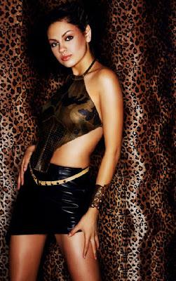 Mila kunis Sexy Skirt