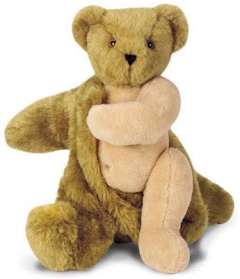 Urso de Peluche com calor a retirar parte do pelo