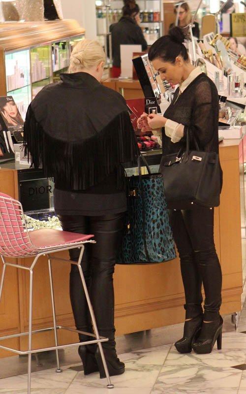 kim kardashian makeup artist joyce. Kim Kardashian shopping in