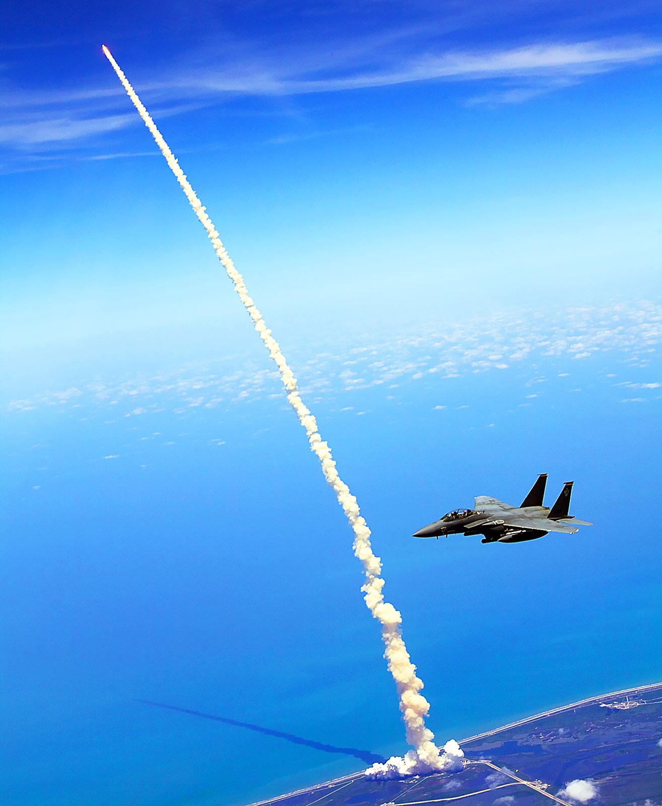 http://2.bp.blogspot.com/_04kZGR_ltmE/TBHMV1B3iFI/AAAAAAAAHyE/DNULBw1Kt6Y/s1600/Space-Shuttle-Atlantis-Last-Flight.jpg