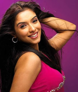 Actress Side Pose - Asin 02
