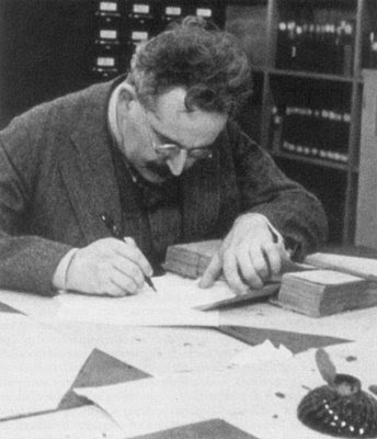 benjamin thesis history This essay by walter benjamin explores our responsibility to 'history' and the past the stimulus for the work was the painting, angelus novus by paul klee.