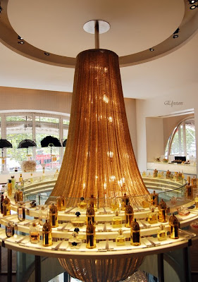 Perfume shrine travel memoirs paris part 1 guerlain boutique museum - Fragonard boutiques paris ...