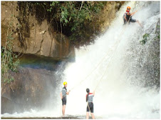 Canyoning na cachoeira dos Henriques.