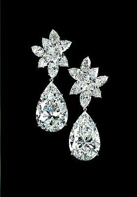 Now Tell Me Who On The Earth Will Not Be Mesmerized By Look Of This Pair Diamond Earrings It Has Been A Perfect Blend Creativity