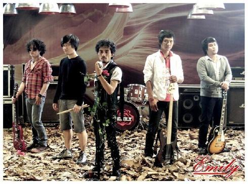 Lyric Chord Band Picture music logo foto vokalis gambar Emily | www.lyricchord.com