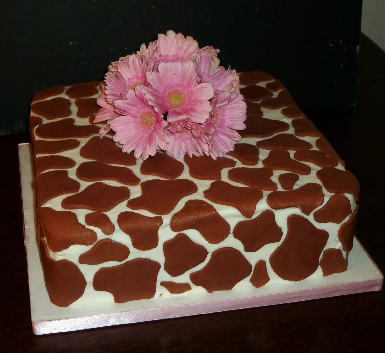 images about giraffe cakes on   cake photos, cow, Baby shower