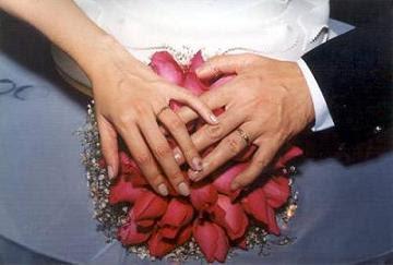 casamento mãos entrelaçadas