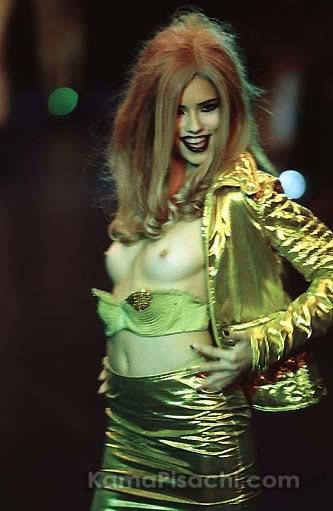 [Adriana+Lima+Nipples+slip+7.jpg]