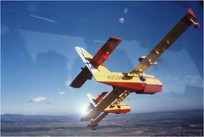 Canadair cl215T volando en formación
