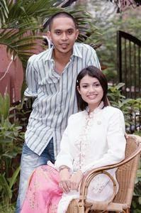 MAWI dan Puteri Sarah Liyana Megat Kamaruddin akan bergandingan dalam filem Aduh Saliha di Kuala Lumpur, semalam. – Gambar Noor Azlina Jaafar.<br />