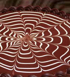 Feathering on Chocolate Cakes