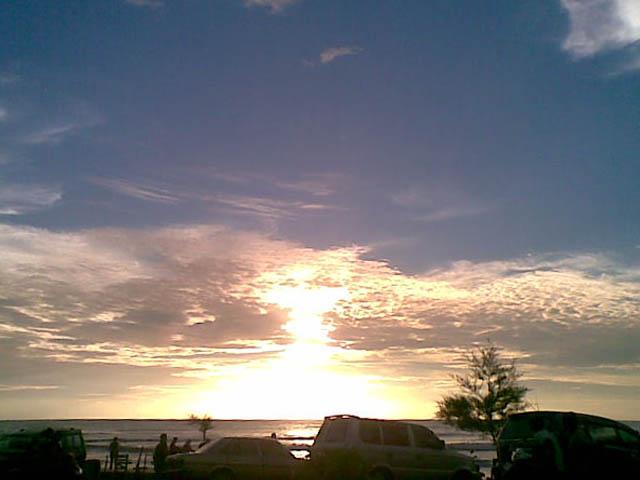 http://2.bp.blogspot.com/_0DCpBii3bpE/TIy0Att0gSI/AAAAAAAAAQI/vPhv8jrvUYE/s1600/sunset+pantai+pasar+bawah.jpg