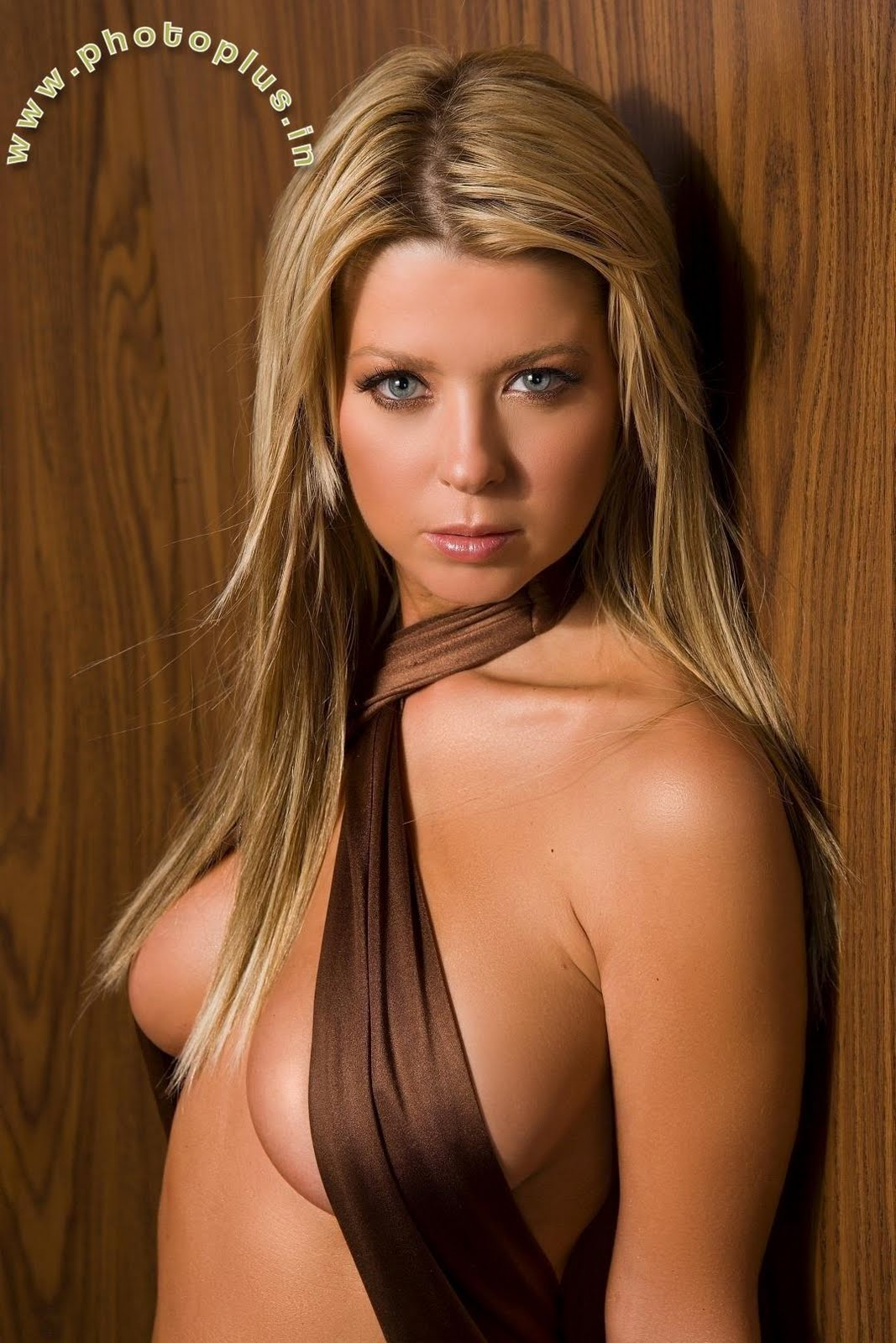 Tara Reid Ribbons Wear Villas