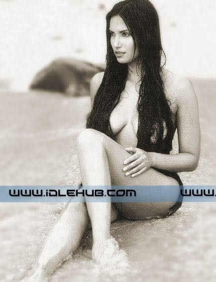Padma Lakshmi - Hot international model!   100% Unseen