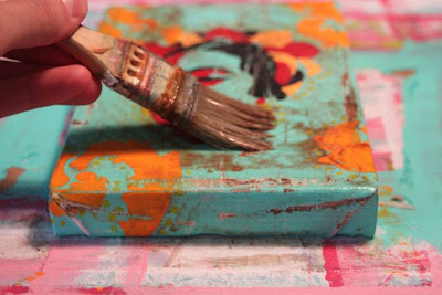 How to make a distressed folk art-style painting. DIY tutorial spread glaze via lilblueboo.com