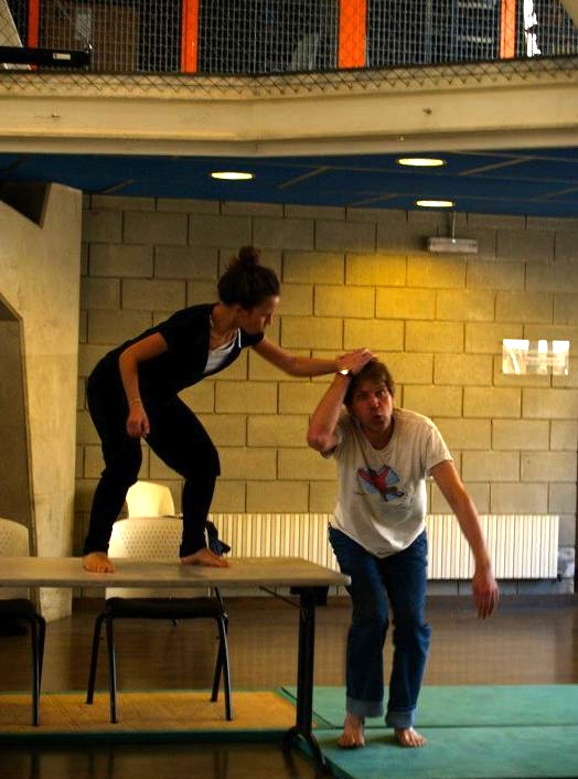 Caveman Hair Pulling : All fall down the craft art of physical comedy tables