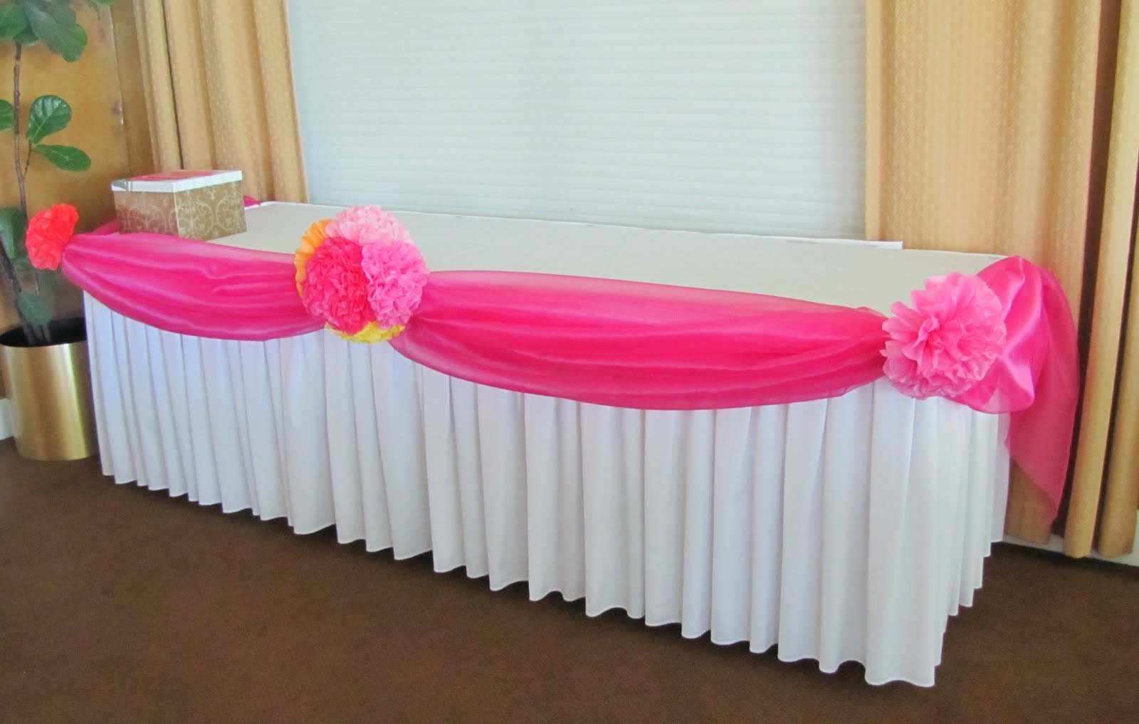 How To Decorate A Party Table