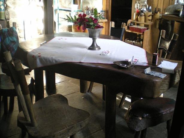 Mesa e cadeiras [2]