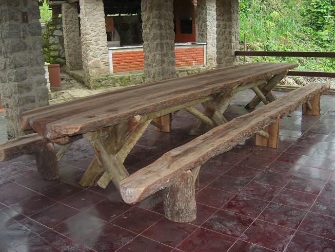 Mesa e bancos longos (5,0 m)