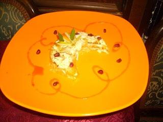 Articole culinare : Corabioare de creveti umplute cu salata de cruditati si nuci carameliz