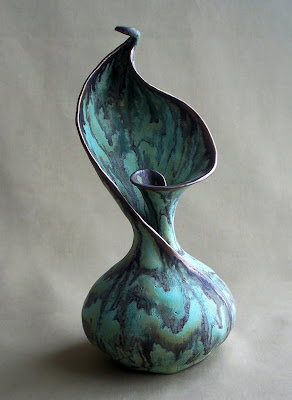 http://2.bp.blogspot.com/_0IfTshTRXEg/S4bV26Uqq3I/AAAAAAAAAF4/UnN5e-2ncew/s400/calla+vase+sm.jpg