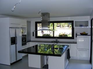 Cuisine bain dressing parquet cuisine am ricaine avec - Plan cuisine avec ilot central ...