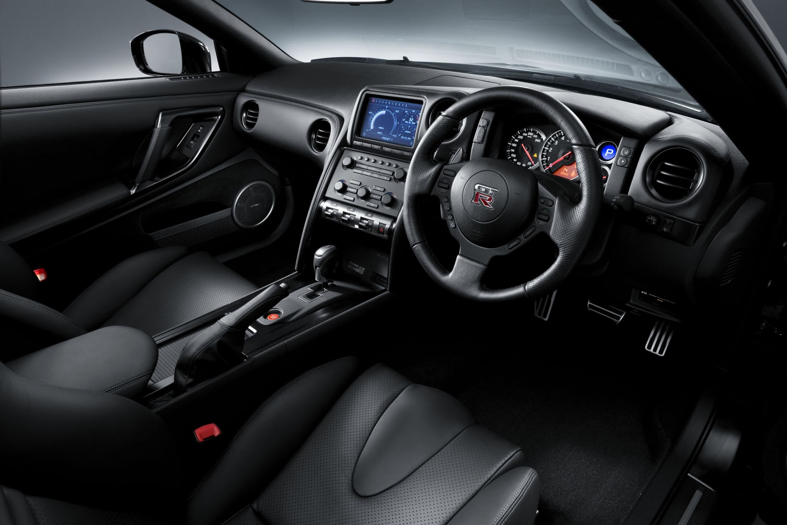 Nissan gt r spec v interior images bollywood hd most for Nissan gtr interieur