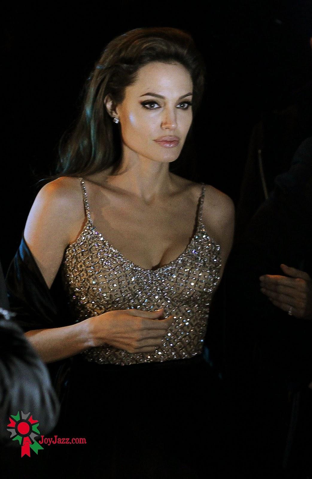 http://2.bp.blogspot.com/_0LdSrYkvVVk/TQzYIuVwKhI/AAAAAAAABjM/7vn6jreQOzo/s1600/Angelina-Jolie-91.jpg