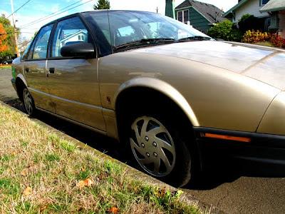 gold saturn car