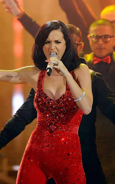 Katy Perry performing at the 2010 American Music Awards Pics