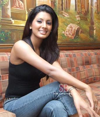 Geeta Basra Hot Pics