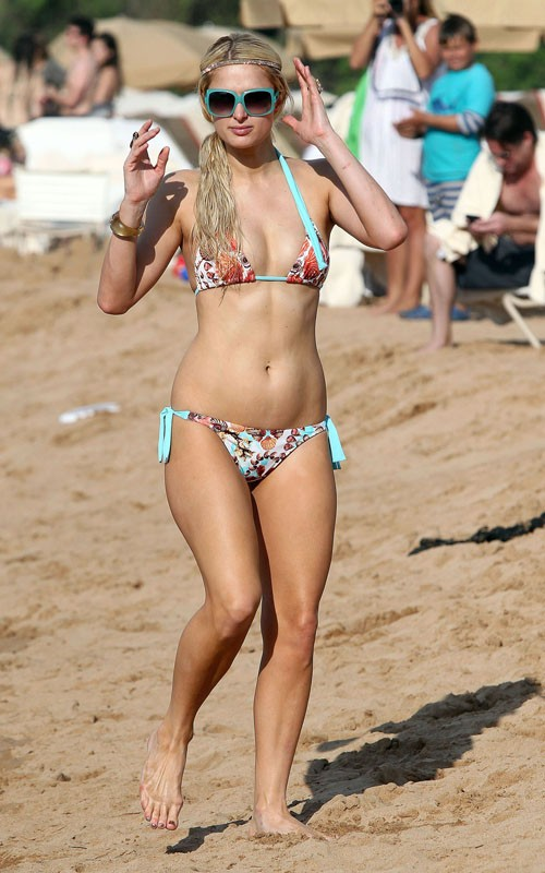 Kate Mckinnon >> Paris and Nicky Hilton Showing Bikini Bodies Photos