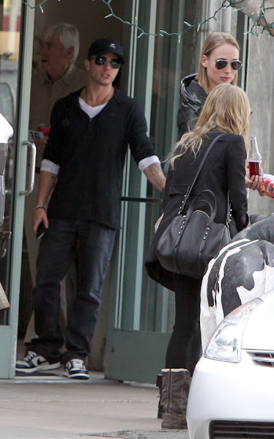 Amanda Seyfried and Ryan Phillipe at Joan's on Third in LA