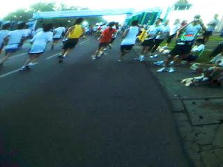 ก่อนเข้าเส้นชัย มินิมาราธอน กรุงเทพมาราธอน 2010