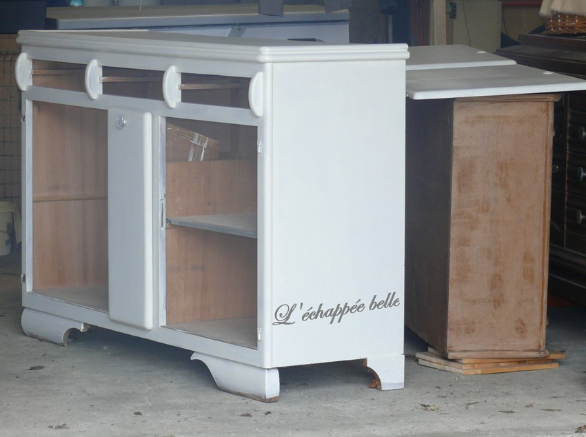 L 39 chapp e belle transformation d 39 un vieux buffet de for Teindre un meuble deja teint