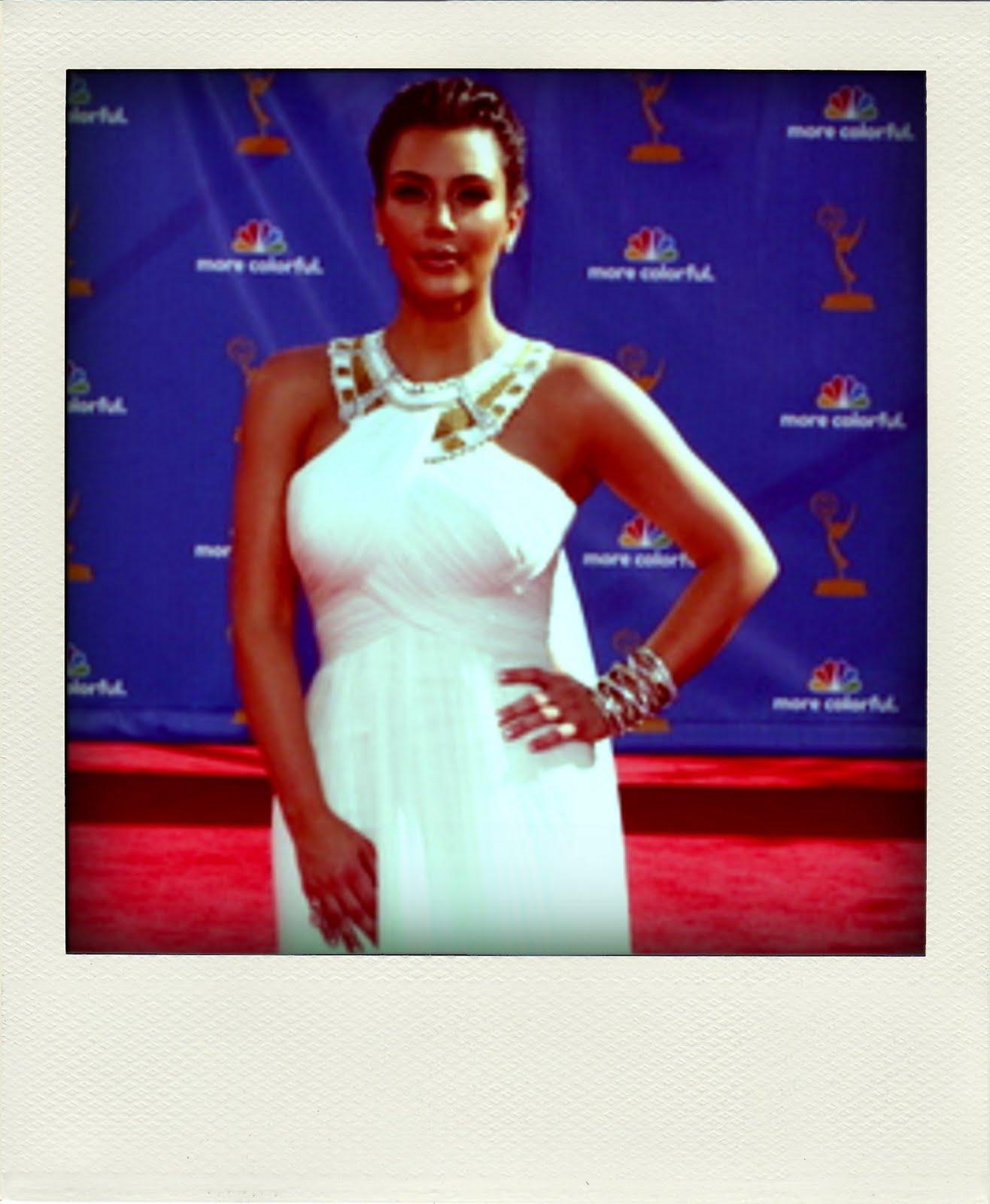 http://2.bp.blogspot.com/_0OABEPOmeKY/THta9jP-WZI/AAAAAAAAAKI/-5PuWsD4w2o/s1600/Kim_Kardashian_29Aug2010_PR-pola03.jpg