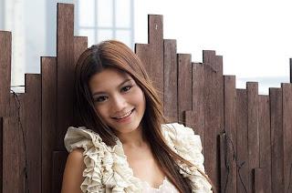 周秀娜無論外觀還是口音均與一般香港人無異,若非刻意翻查其個人背景資料,相信絕大部份人都不會察覺到她並非香港出生。(圖片作者:koolbe)